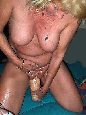 hotties mature milf masturbating