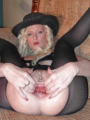white mature xxx posing nude