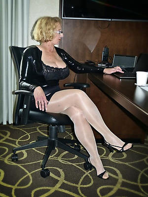 gorgeous mature pussy in nylons porn pics