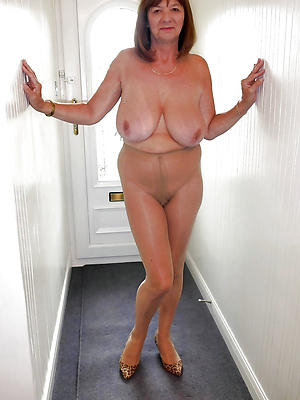 grown-up pussy in nylons posing nude