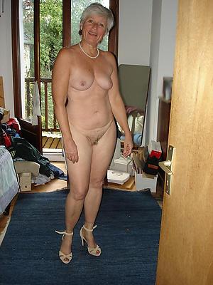 unconforming pics of matured woman in heels
