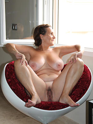 mature X-rated legs porn pics