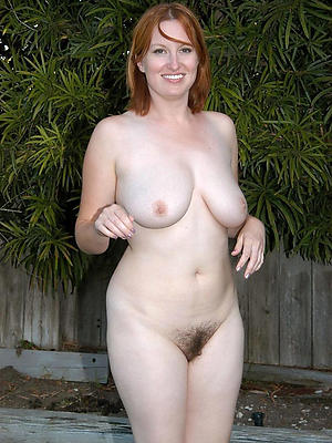 natural mature boobs posing nude
