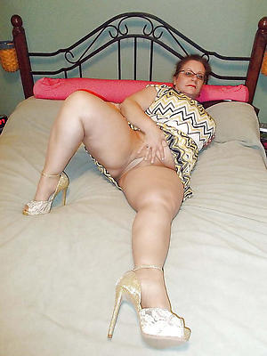 beautiful mature upskirt pussy photos