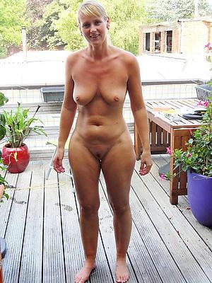 sexy mature solo posing nude