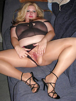 hotties mature roasting woman nude pics