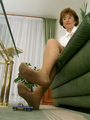 sexy mature woman in pantyhose stripped
