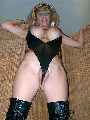mature shaved pussies posing nude