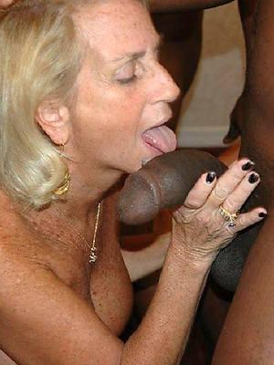 mature interracial pussy posing nude