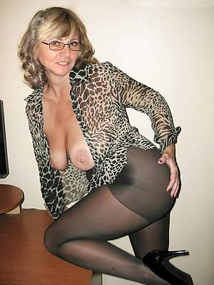 beautiful crestfallen mature women in nylons