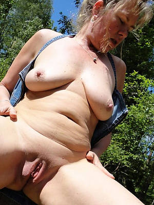grown up milf cunt stripped