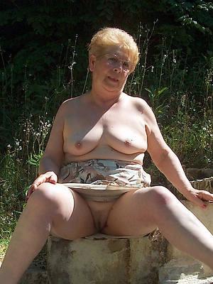 slutty mature upskirt pussy unclothed pics