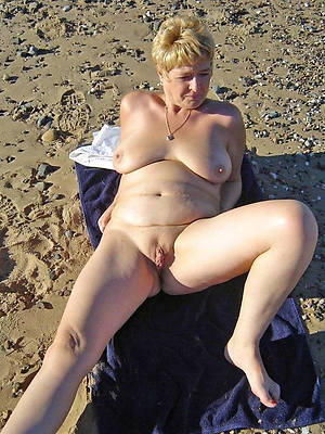 hotties mature nudist beach pics