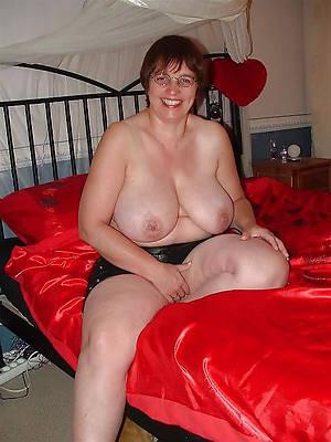 hotties mature lady interior nude pics