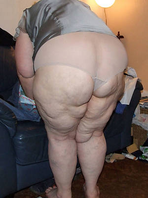 mature big booty women posing lay bare
