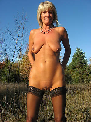 gorgeous mature natural naked women pictures