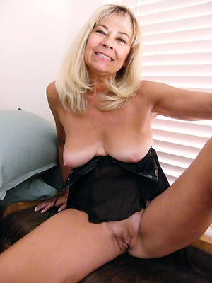 mature natural naked women stripped