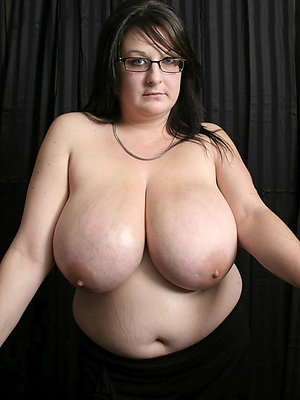 slutty women in glasses nude pictures