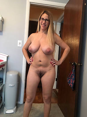 moronic amateur mature milf nude pictures