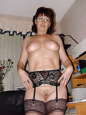 free pics of hot mature housewives