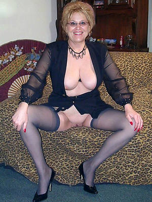 gorgeous mature with glasses nude pics