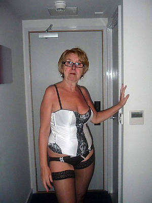 unquestionable grown up women in glasses nude pics