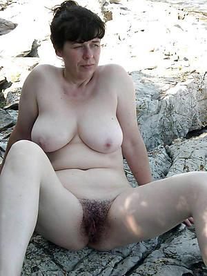 naught naked women outdoors