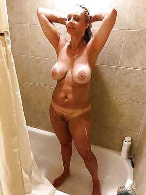 hotties women in the shower nude photos