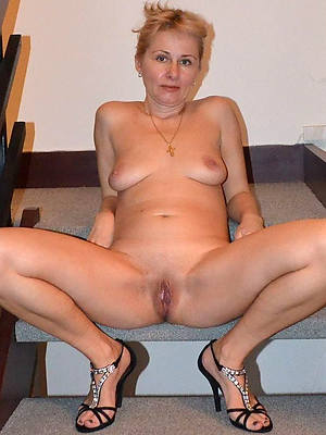 naught adult women with small tits pictures