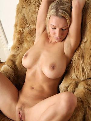 nude mature milf Bohemian porn