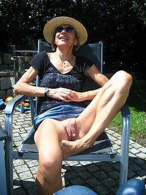 free pics of hot mature women in jeans