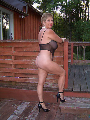 super-sexy mature naked legs