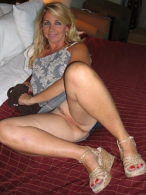 spectacular sexy mature take some exercise pics