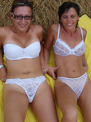 hotties mature lesbians having sex