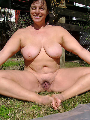 mature age-old nude undecorated