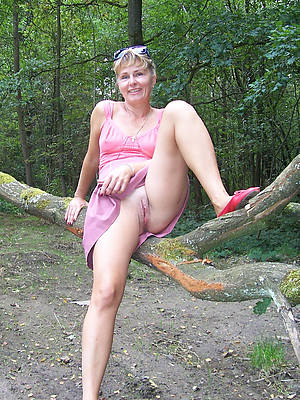 porn pics of grown-up hairy upskirt