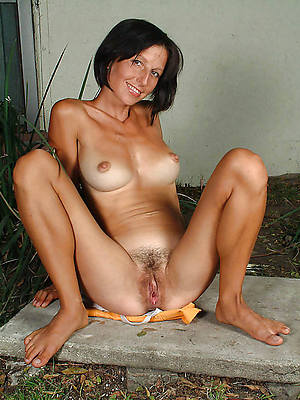 thin mature milf in one's birthday suit porn pics