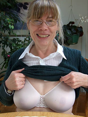 petite sexy women close by glasses pics