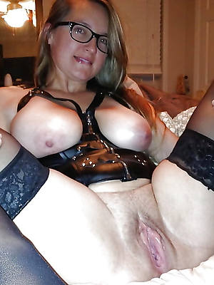 slutty mature women with large vulva porn pics