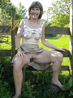 naught women upskirt no panties XXX pics