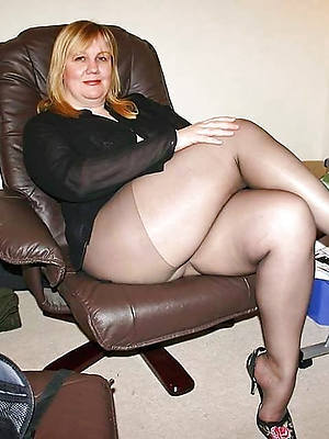 of age moms close to pantyhose slut pictures