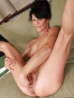 free pics of amateur mature masturbation