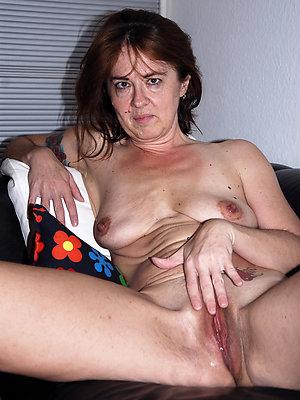 gorgeous mature milf masturbation