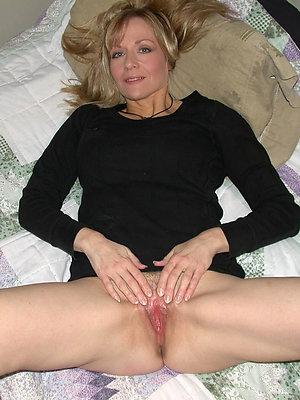 super-sexy mature moms masturbating pics