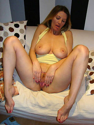 amateur naked sexy grown up legs stripped