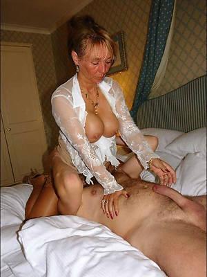 eating mature pussy erotica