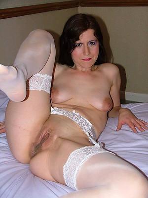 sexy matured singles posing bare-ass