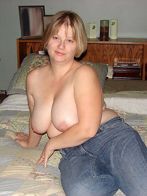 sexy mature in jeans stripped
