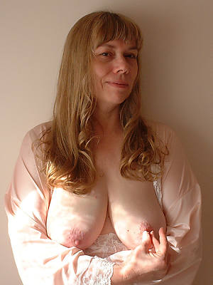 amateur big mamma mature posing in the buff