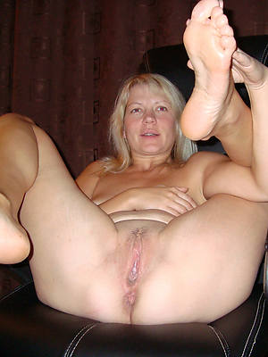 sexy mature wings posing nude